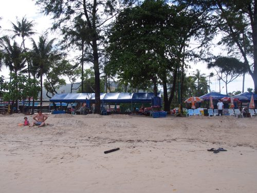 Vendors at the edge of the beach